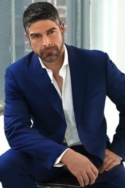 Steve Mason in dark blue suit posing